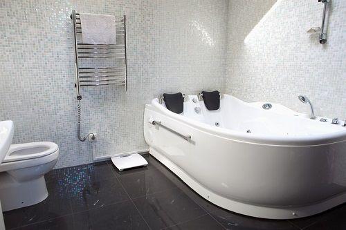 שיפוץ אמבטיה בחדר הורים