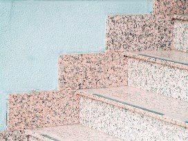 מרצפים את המדרגות