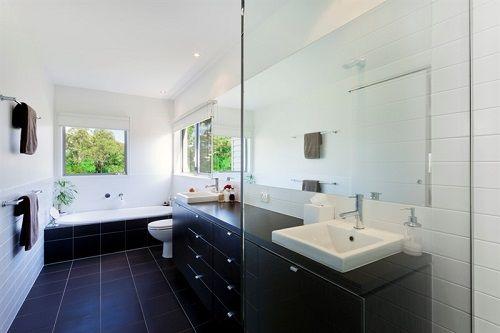 ריצוף בצבע שחור לחדר אמבטיה