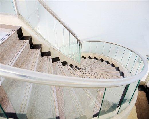 ריצוף בהדבקה במדרגות