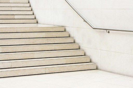 מדרגות לאחר עבודת ריצוף