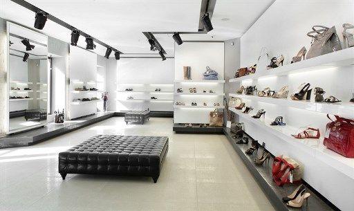 שיפוץ חנות נעליים