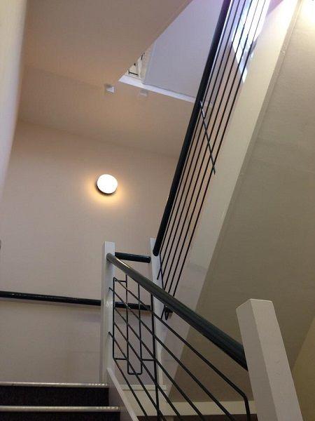 צביעת חדר מדרגות 4 קומות