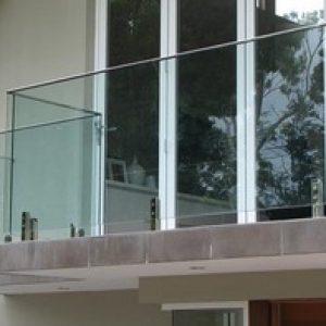 מרפסת זכוכית