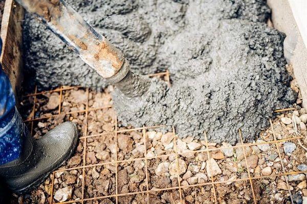 יציקת בטון לצורך גדר