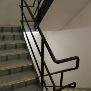 מדרגות בבניין