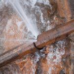 פיצוץ מים בצינור ברזל