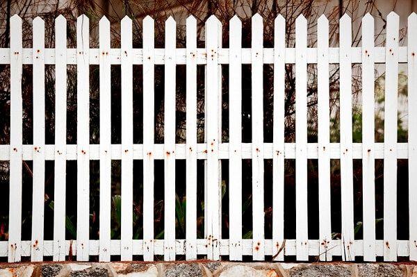 קבלן מומלץ לבניית גדר מסביב לבית פרטי