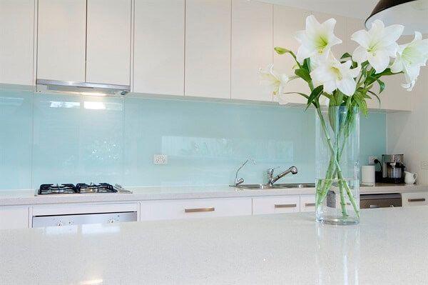 חיפוי זכוכית לקירות מטבח