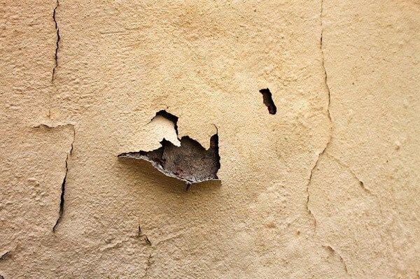 צביעת קירות חיצוניים