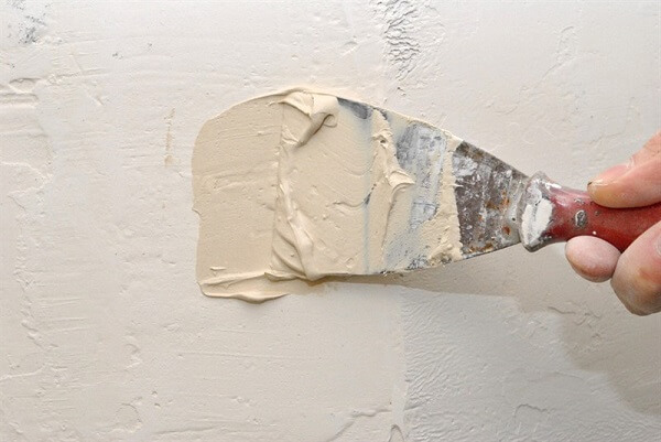 סתימת חור בקיר