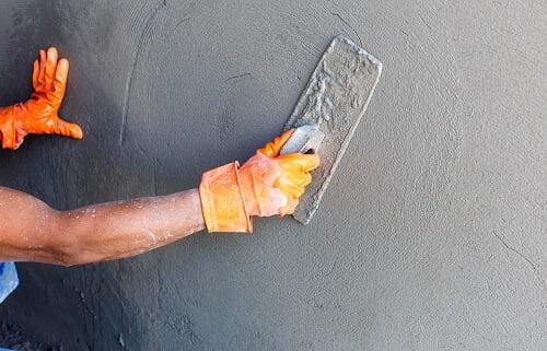 החלקת קיר בבטון