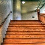 חיפוי מדרגות עץ