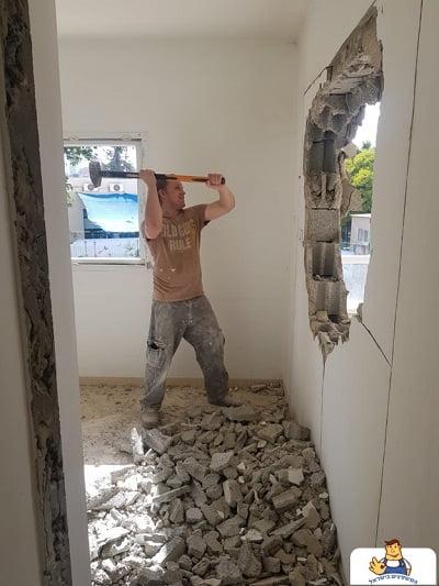 פתיחת חור בקיר בלוקים