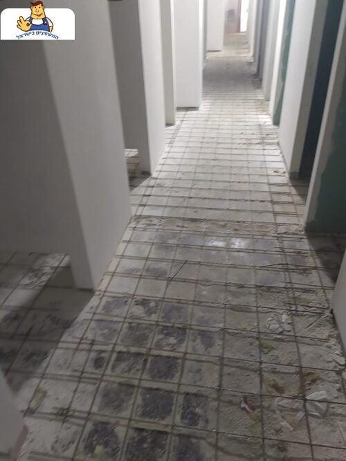 עבודת בטון מוטבע במשרד