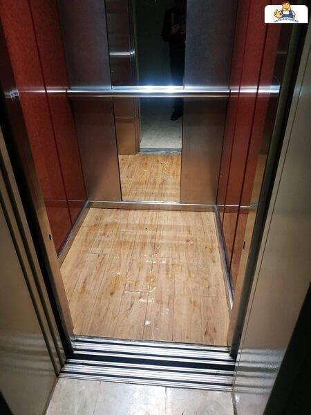החלפה של ריצוף במעלית