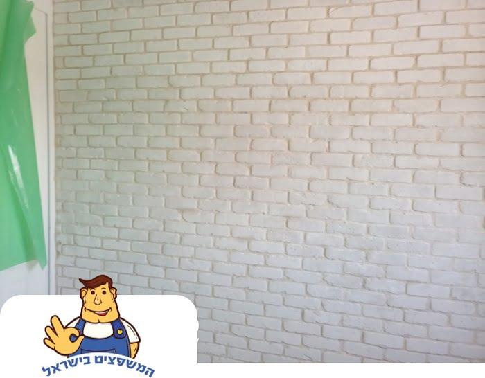 קיר בריקים לבן