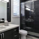 שיפוץ מקלחת כולל החלפת קרמיקה בקירות